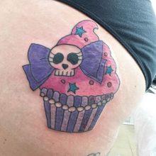cupcake tattoo by Teemu Kilz