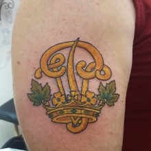 Yellow scroll work and crown by Ren