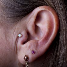 Tragus piercing with Anatometal Queen End